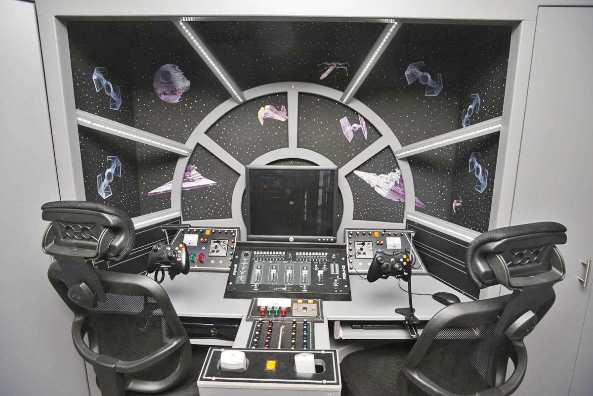 Take a ride in this realistic millennium falcon cockpit, or just play Xbox 360 the gamer way.