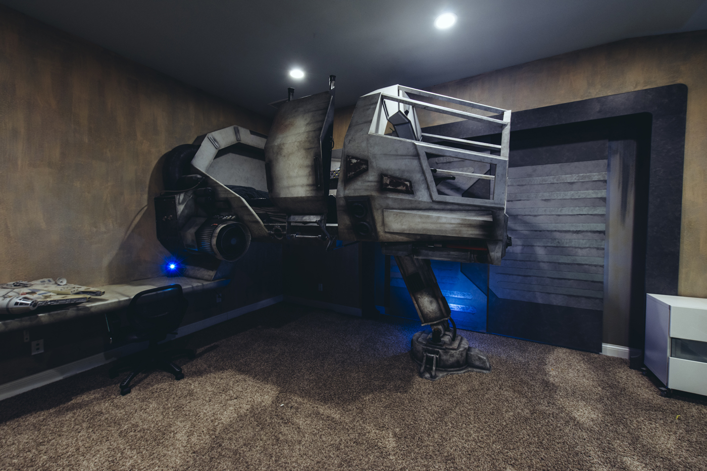 A father built his kids this cool millennium falcon bed.